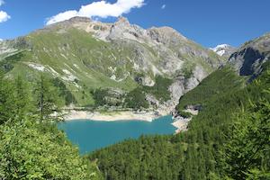 Vue sur un lac de montagne ne Isère